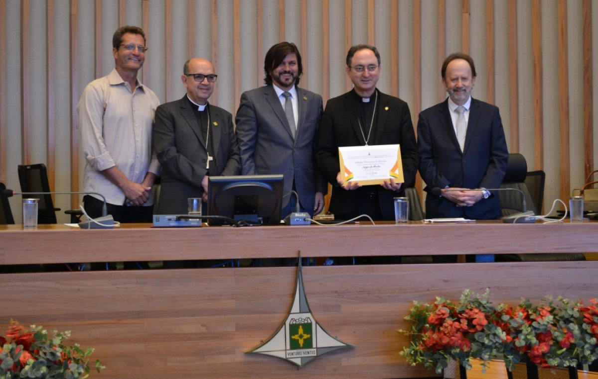 Presidente da CNBB recebe Título de Cidadão Honorário de Brasília