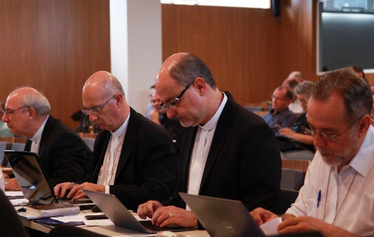 Bispos aprimoram texto sobre competências das Comissões Episcopais Pastorais da CNBB
