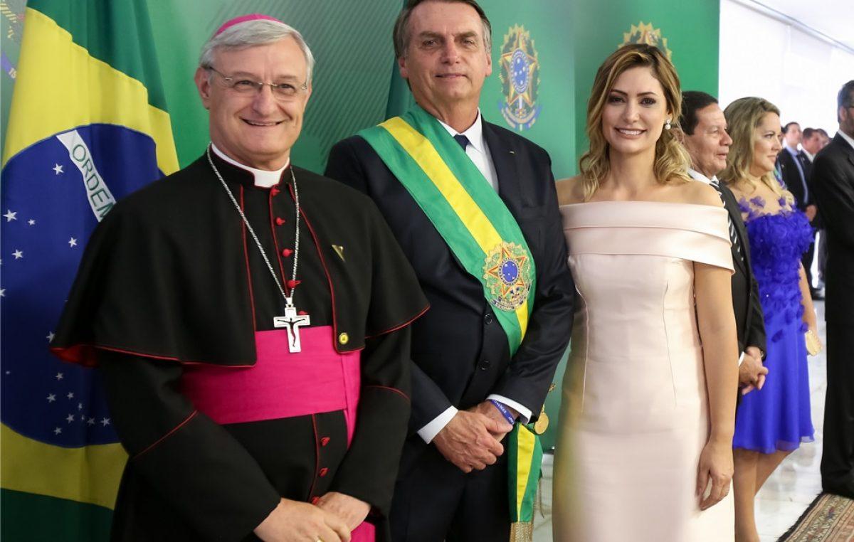 Presidente toma posse e Papa Francisco enviou o Núncio Apostólico no Equador como Legado