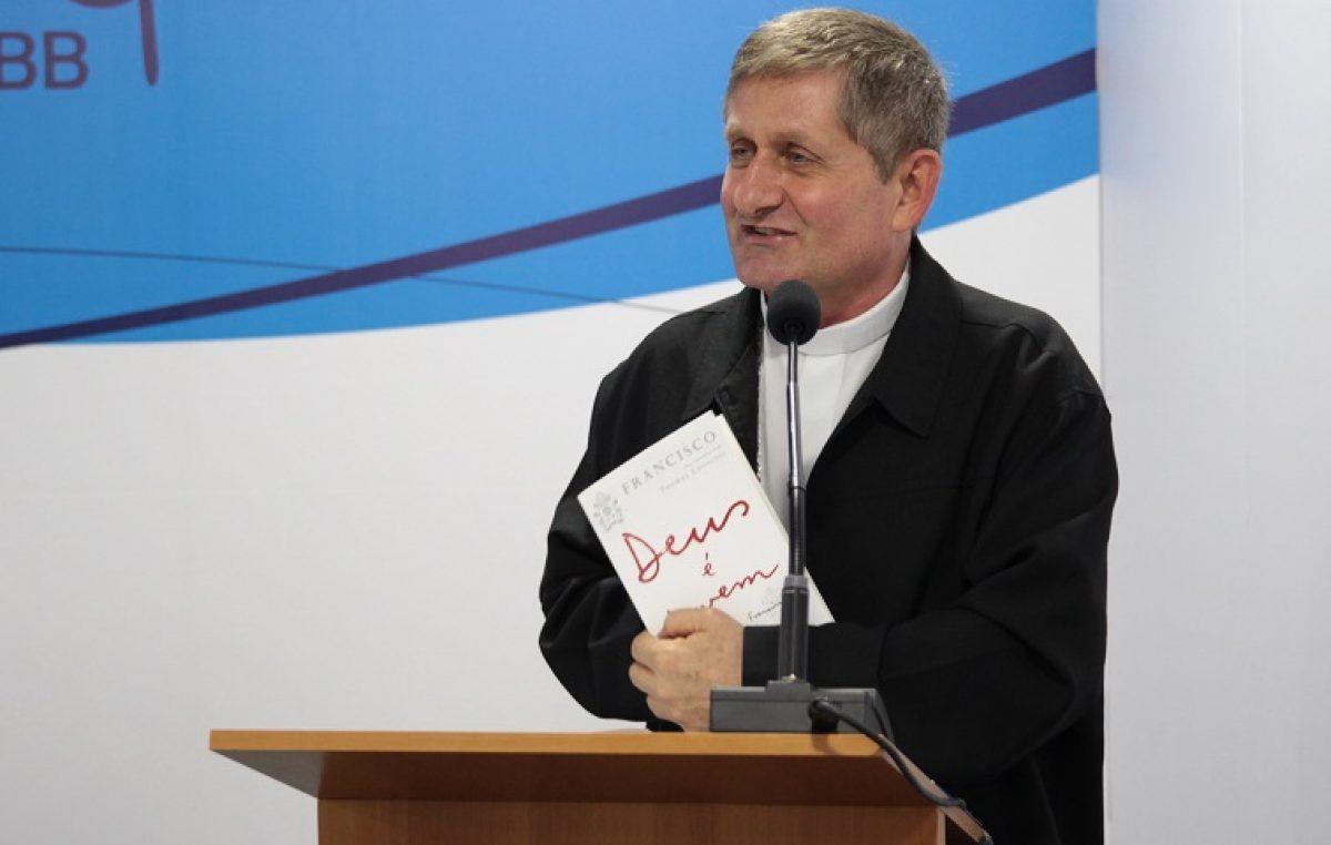 """Dom Vilson Basso: """"Papa fez algo inédito ao colocar jovens no centro da atenção da Igreja"""""""