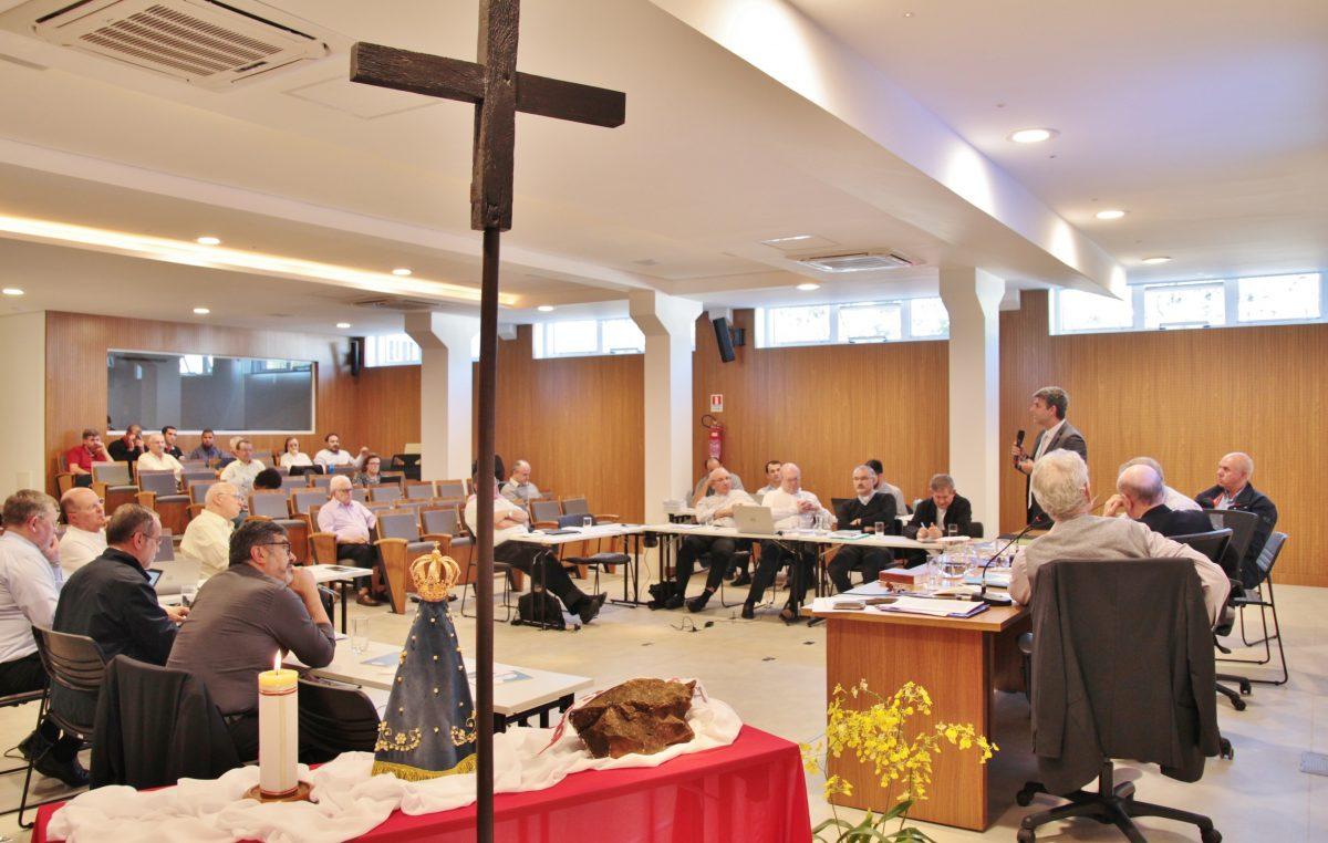 Aborto é tema de exposição feita aos bispos na tarde da terça-feira, 22 de maio