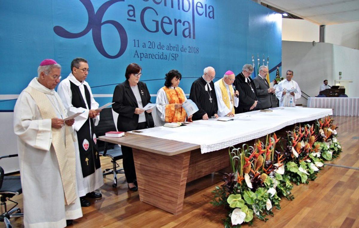 Celebração Ecumênica realizada no começo da noite da terça-feira, 17 de abril, na 56ª AG