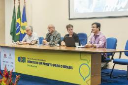 Imagem: foto da mesa com integrantes do painel sobre juventude cultura na Semana Universitária