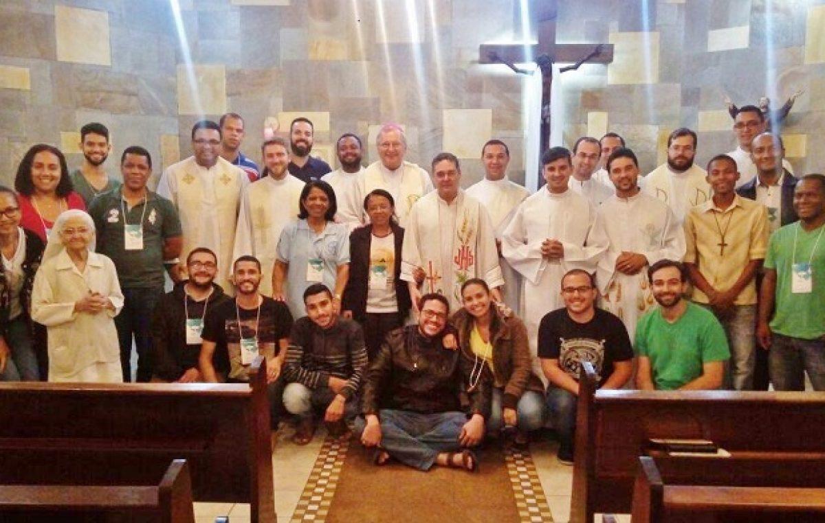 Responsáveis pela evangelização da juventude participam de formação