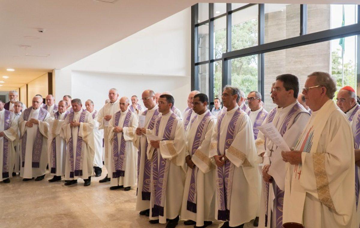 Prédio sede da CNBB, após reforma, é abençoado pelos bispos do Conselho Permanente