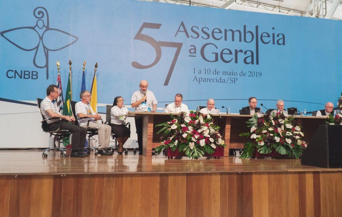 Mês Missionário Extraordinário foi apresentado aos bispos no quarto dia da 57ª AG